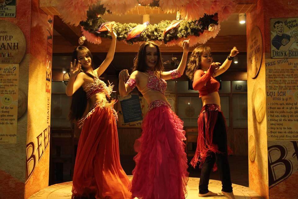 Nhóm diễn BellyD ance múa bụng tại nhà hàng tại Hồ Chí Minh 2014