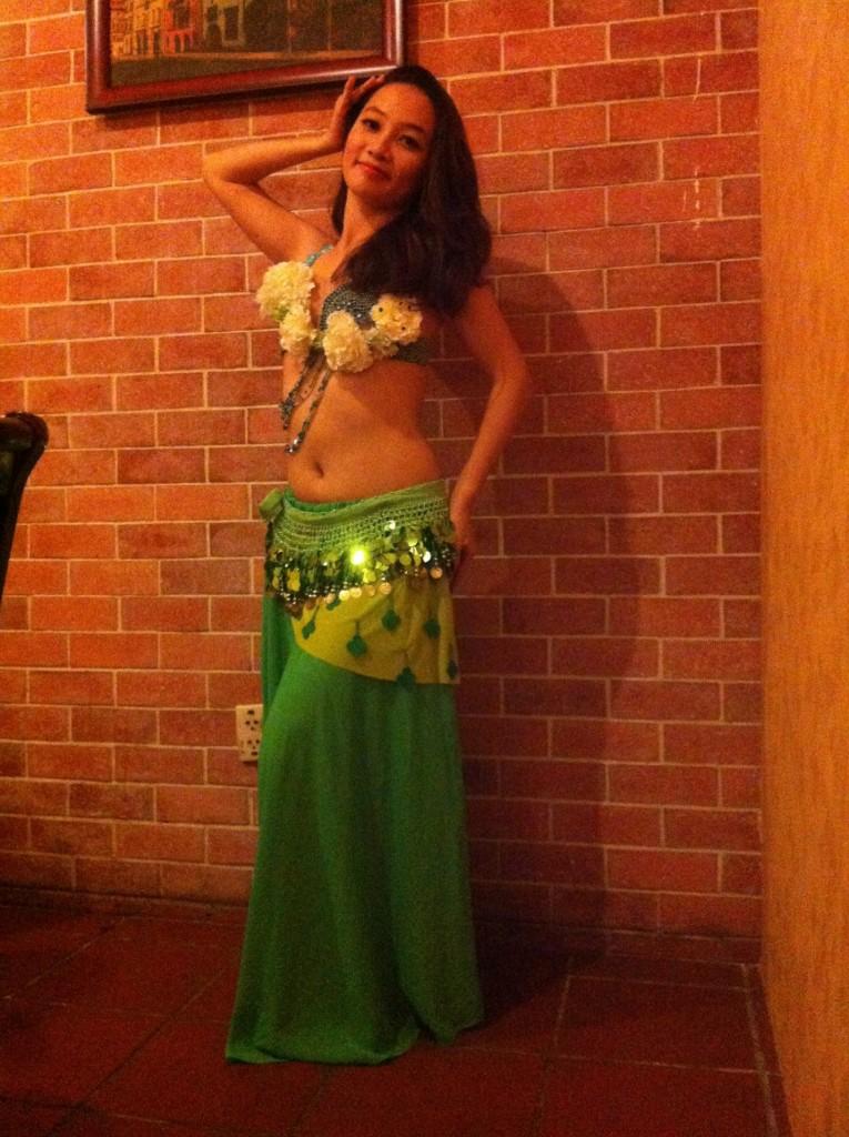 Hình ảnh Trang phục màu xanh lá đơn giản và quý phái - SaiGon Bellydance múa bụng ấn độ