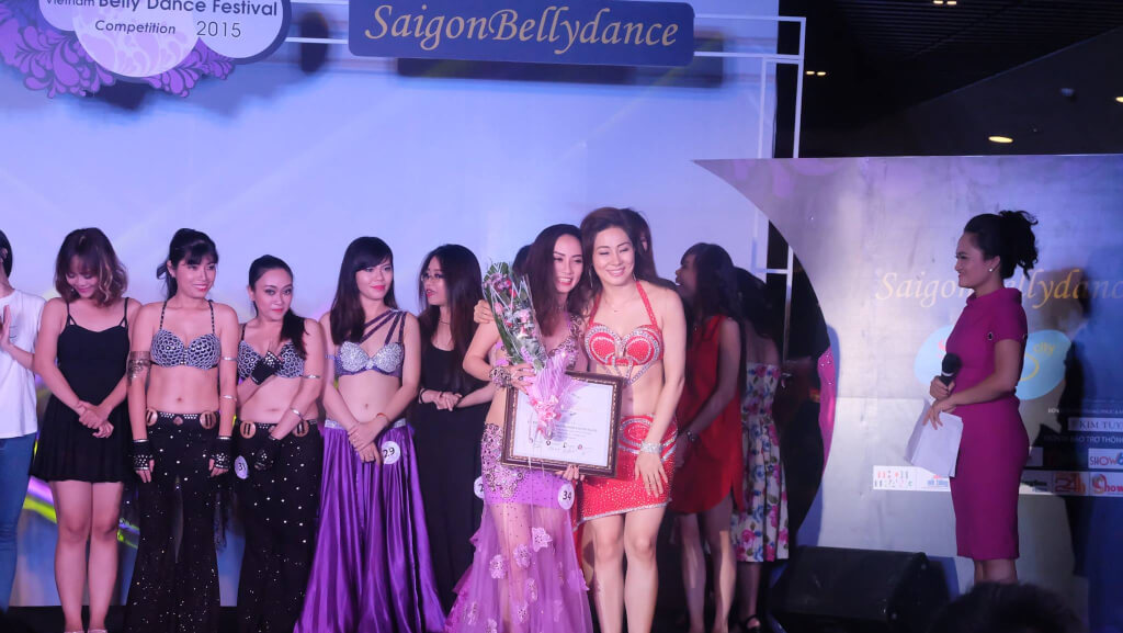 Hình ảnh Bellygirls đạt giải ba nhóm chuyên nghiệp tại Vietnam Bellydance Competition 2015 - SaiGon Bellydance múa bụng ấn độ